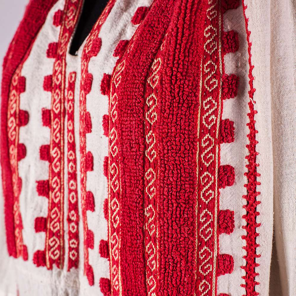 Traditional Romanian blouse from Muscel, with geometric pattern