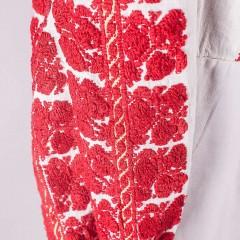 Ie colorată, cu mânecă lungă, din zona Muscelului de la www.florideie.ro