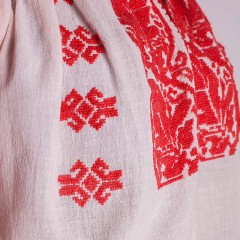 Traditional Romanian blouse from Muscel, with stylized leaves
