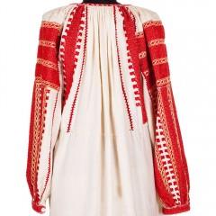 Ie din Muscel, cu ornamente roșii și galbene de la www.florideie.ro