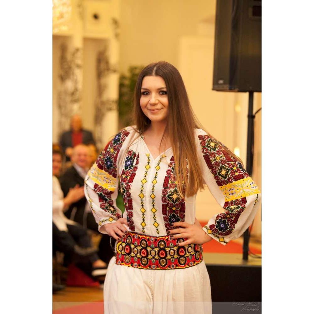 Rochie românească Cornuta de la www.florideie.ro